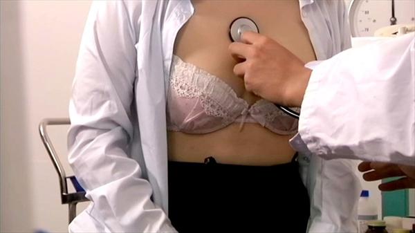 【おっぱい】内科や婦人科に診察に来たOLや巨乳な人妻たちが乳首弄られ寝取られ放題の診察おっぱい画像集ww【80枚】 37