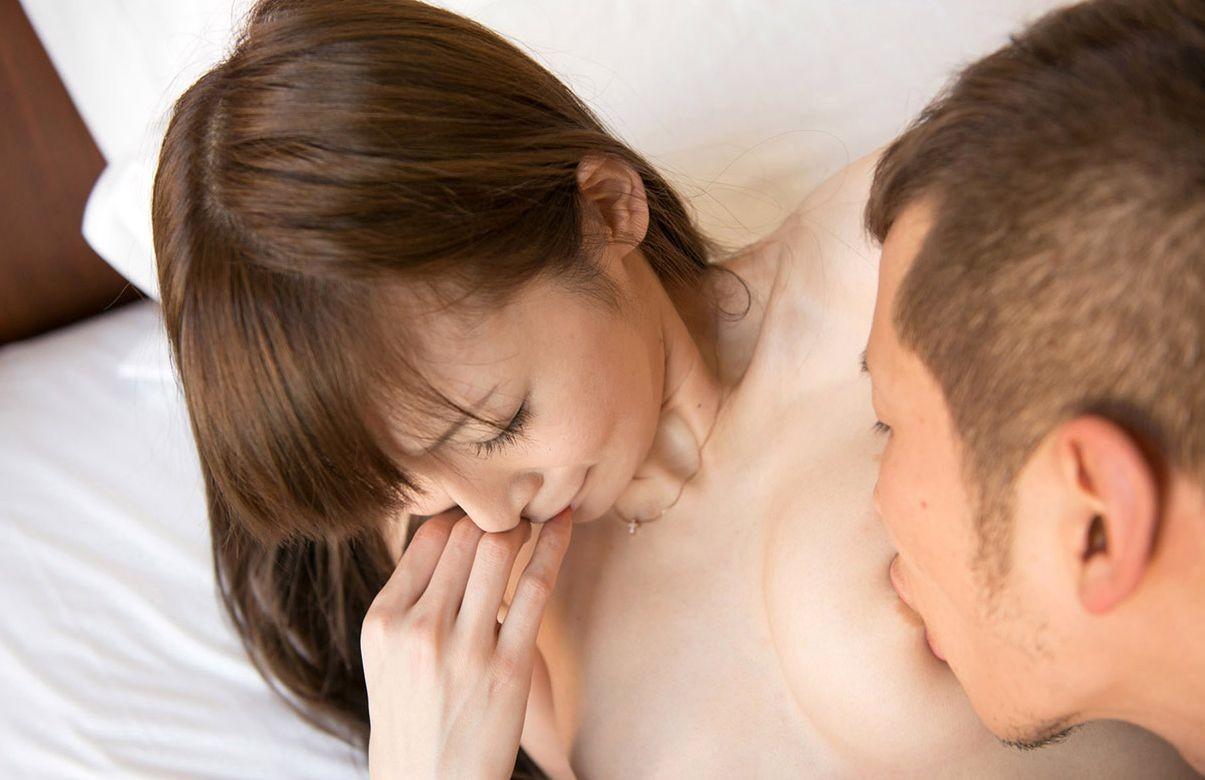 【おっぱい】ドMな巨乳お姉さんの勃起乳首を甘噛したり歯で挟んじゃった乳首噛みのおっぱい画像集!【80枚】 34