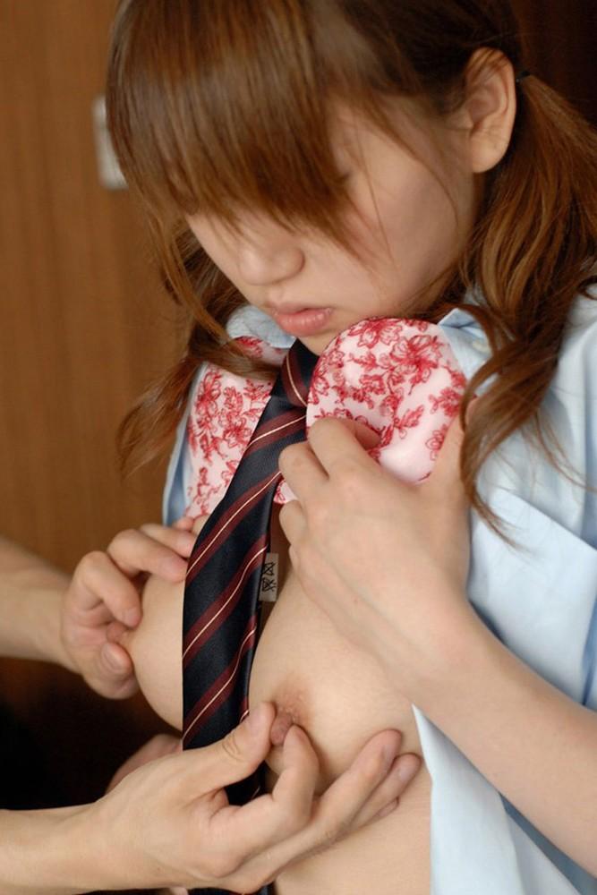 【おっぱい】貧乳娘も巨乳娘も乳首をコリコリつねられアヘ顔晒して軽く痙攣しちゃってる乳首をつねるおっぱい画像集ww【80枚】 11