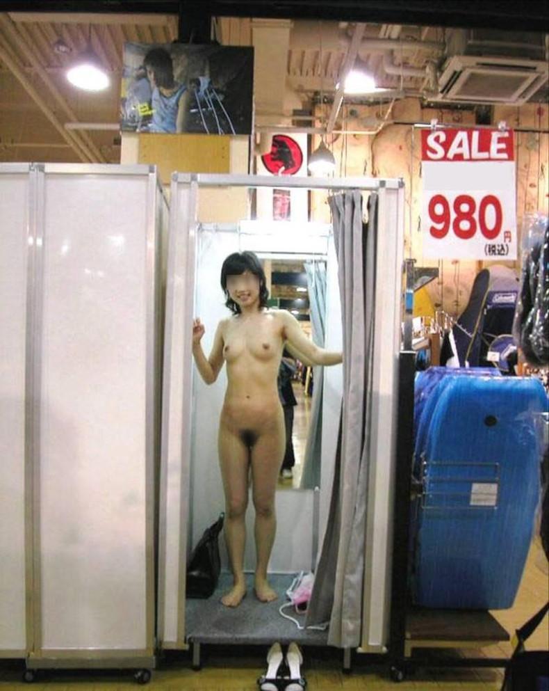 【おっぱい】試着室で素人娘が美乳を露出して下着や水着を試着して、時にセックスしてるところを盗撮しちゃった試着室おっぱい画像集ww【80枚】 73