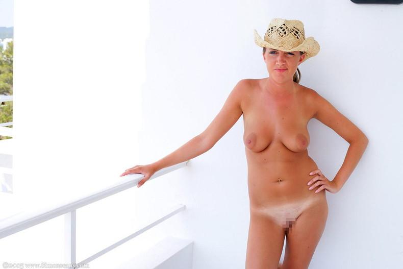 【おっぱい】帽子で頭を隠してるのに下は全裸でロリな貧乳や巨乳を晒して丸見え状態の帽子おっぱい画像集!ww【80枚】 45