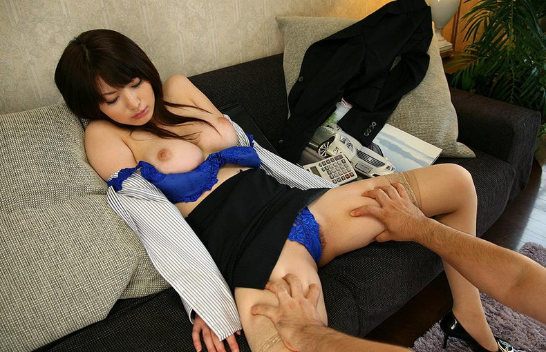 【おっぱい】キャリアウーマンOLたちのスーツを脱がせて美乳を揉みまくって枕営業したったキャリアウーマンのおっぱい画像集ww【80枚】 19