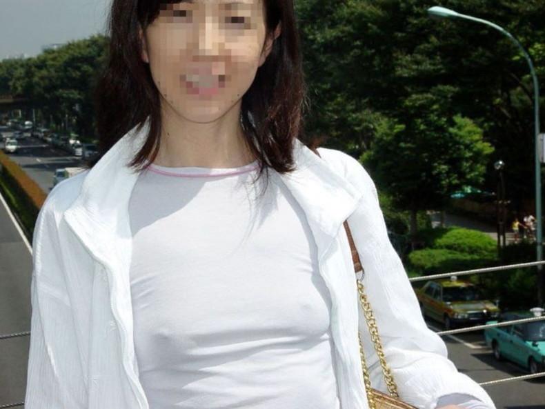 【おっぱい】素人娘がノーブラチクポチ状態で自撮りしたり盗撮されちゃってるチクポチおっぱい画像集ww【88枚】 18