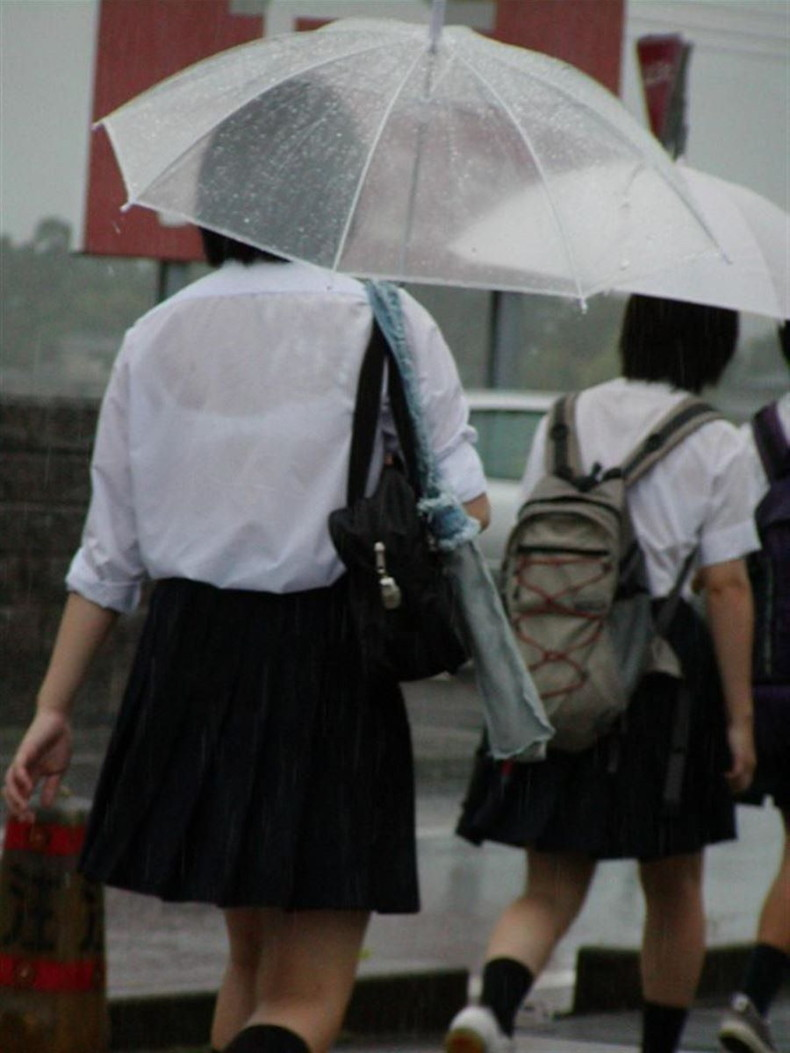 【おっぱい】通学中の制服JKや体操服のJKが雨で濡れ透け状態になって透けブラ、透け乳首しちゃってる濡れ透けJKのおっぱい画像集w【80枚】 21