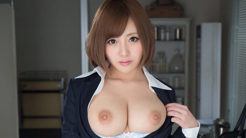 【おっぱい】美しいピンク乳首!ちょうど良い巨乳!一生に一度は揉んでみたい神乳おっぱい画像集ww【80枚】