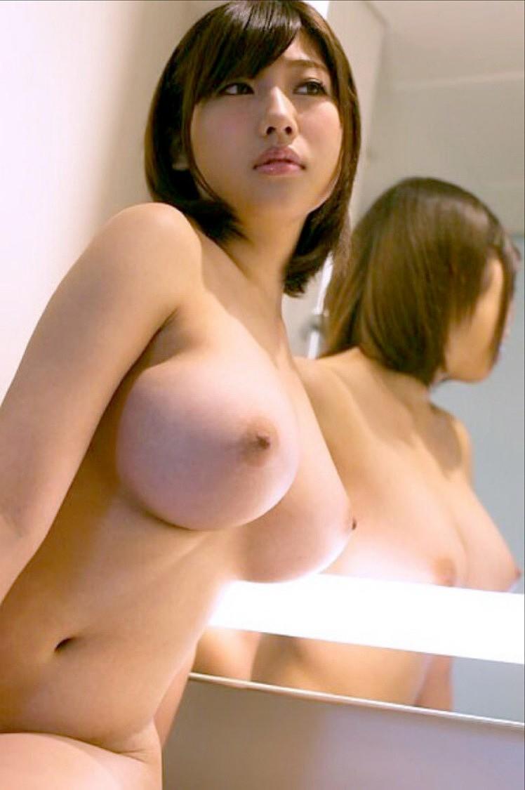 【おっぱい】美しいピンク乳首!ちょうど良い巨乳!一生に一度は揉んでみたい神乳おっぱい画像集ww【80枚】 33