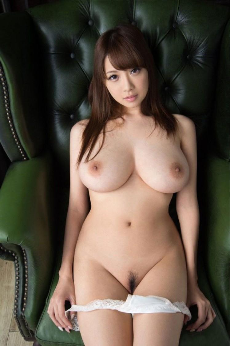 【おっぱい】美しいピンク乳首!ちょうど良い巨乳!一生に一度は揉んでみたい神乳おっぱい画像集ww【80枚】 44