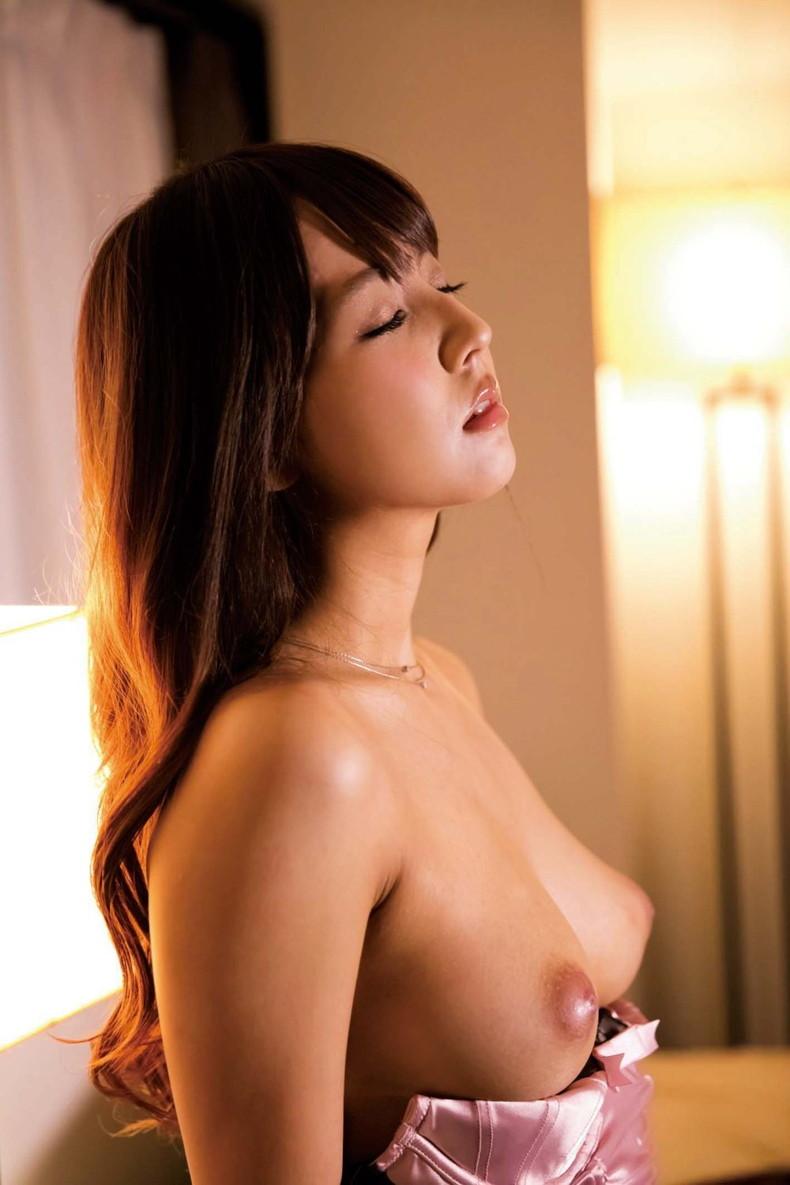 【おっぱい】美しいピンク乳首!ちょうど良い巨乳!一生に一度は揉んでみたい神乳おっぱい画像集ww【80枚】 61