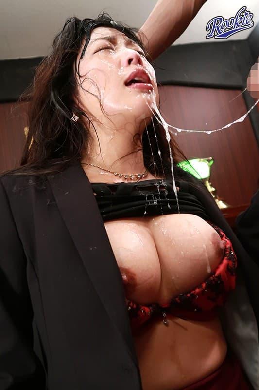 【おっぱい】ドM覚醒した性奴隷ビッチの乳首引っ張りながらイラマチオして唾液まみれにしたったイラマチオのおっぱい画像集w【80枚】 16