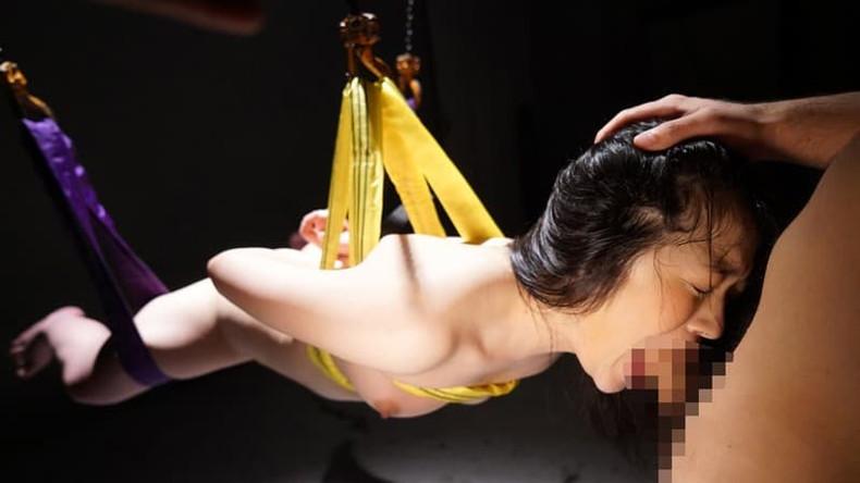 【おっぱい】ドM覚醒した性奴隷ビッチの乳首引っ張りながらイラマチオして唾液まみれにしたったイラマチオのおっぱい画像集w【80枚】 22