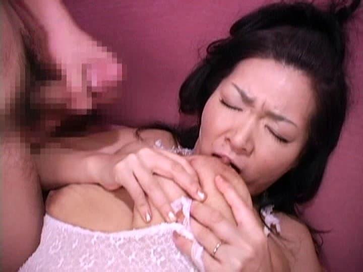 【おっぱい】欲求不満な熟女の人妻にセンズリ鑑賞させたら自らオナニーし始め巨乳をセルフ舐めしちゃった相互オナニーのおっぱい画像集!【80枚】 54