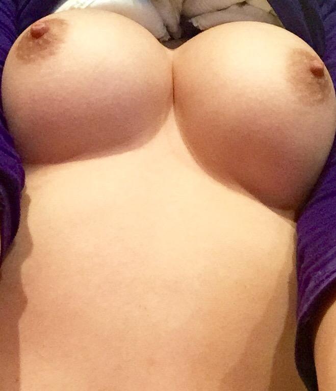 【おっぱい】素人娘が自慢のピンク乳首や美乳を露出して自撮り画像を晒しちゃった後悔必至の自撮りおっぱい画像集ww【80枚】 80