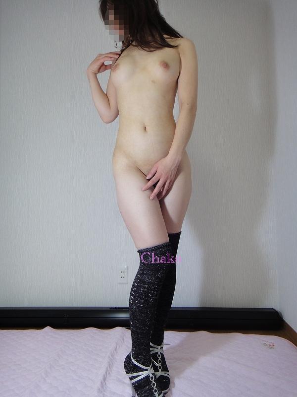 【おっぱい】脚以外は全裸でエロいおっぱいを露出してニーソというエロアイテムで更にセクシーになってるニーハイソックス女子のおっぱい画像集ww【80枚】 16
