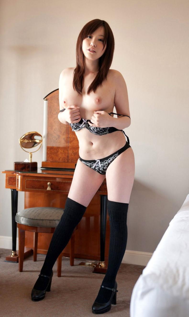 【おっぱい】脚以外は全裸でエロいおっぱいを露出してニーソというエロアイテムで更にセクシーになってるニーハイソックス女子のおっぱい画像集ww【80枚】 26