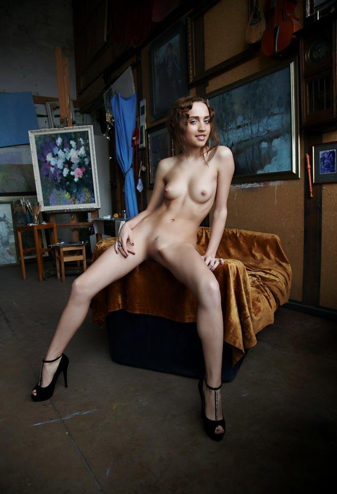 【おっぱい】ロリで金髪の美少女外人が成長段階のぷっくり乳首を露出してくれちゃってるロリ外人のおっぱい画像集ww【80枚】 12