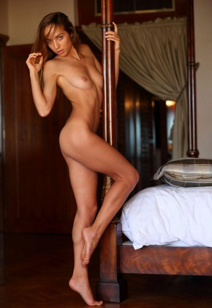 【おっぱい】ロリで金髪の美少女外人が成長段階のぷっくり乳首を露出してくれちゃってるロリ外人のおっぱい画像集ww【80枚】 19