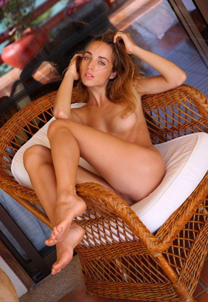 【おっぱい】ロリで金髪の美少女外人が成長段階のぷっくり乳首を露出してくれちゃってるロリ外人のおっぱい画像集ww【80枚】 58