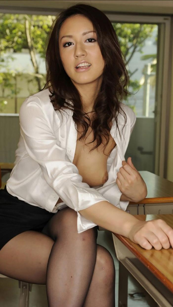 【おっぱい】憧れの女教師のブラウスから巨乳が胸チラしてていい香り過ぎる!放課後にパイズリされたい女教師のおっぱい画像集ww【80枚】 46
