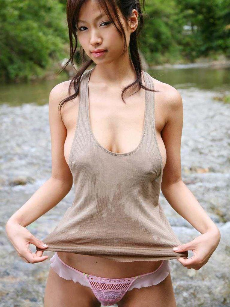 【おっぱい】むっちり巨乳の美女たちがタンクトップから胸チラやチクチラ、胸ポチして誘惑してくれてるタンクトップのおっぱい画像集!!【80枚】 61