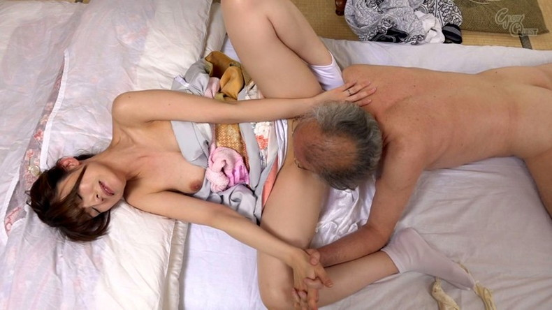 【おっぱい】お義父さん止めてください!wwむっちり巨乳の若妻が介護中の義父に寝取られデカパイを吸われちゃった介護妻のおっぱい画像集w【80枚】 03
