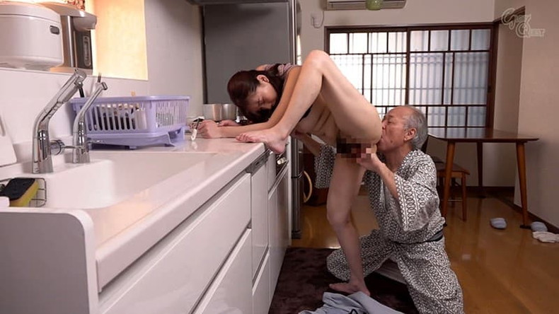 【おっぱい】お義父さん止めてください!wwむっちり巨乳の若妻が介護中の義父に寝取られデカパイを吸われちゃった介護妻のおっぱい画像集w【80枚】 16