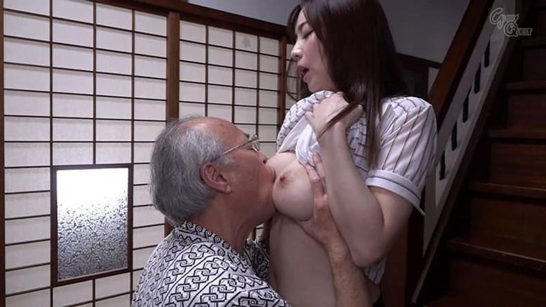 【おっぱい】お義父さん止めてください!wwむっちり巨乳の若妻が介護中の義父に寝取られデカパイを吸われちゃった介護妻のおっぱい画像集w【80枚】 21