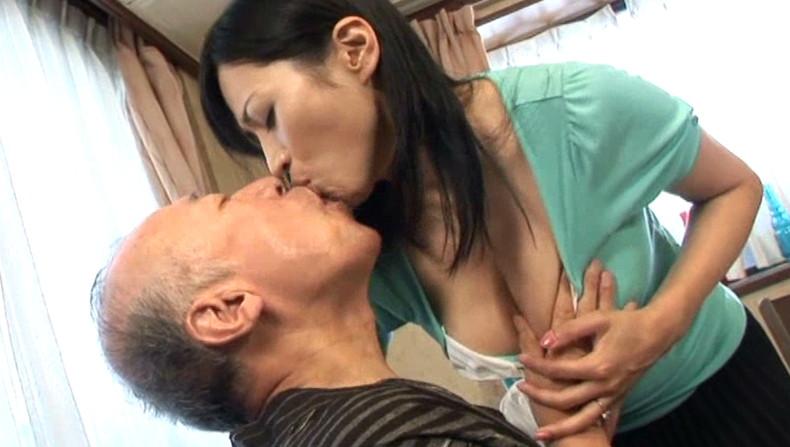 【おっぱい】お義父さん止めてください!wwむっちり巨乳の若妻が介護中の義父に寝取られデカパイを吸われちゃった介護妻のおっぱい画像集w【80枚】 23