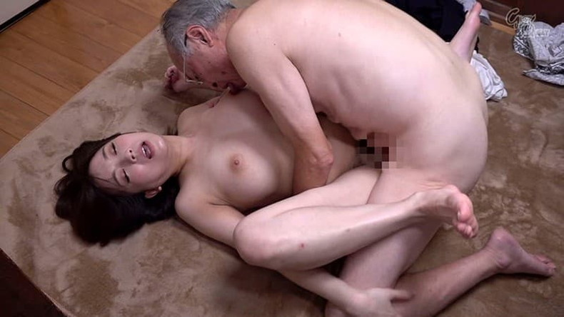 【おっぱい】お義父さん止めてください!wwむっちり巨乳の若妻が介護中の義父に寝取られデカパイを吸われちゃった介護妻のおっぱい画像集w【80枚】 43