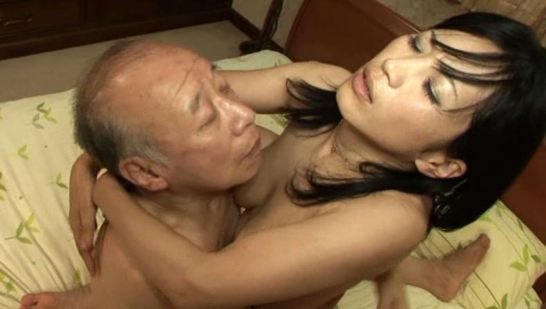 【おっぱい】お義父さん止めてください!wwむっちり巨乳の若妻が介護中の義父に寝取られデカパイを吸われちゃった介護妻のおっぱい画像集w【80枚】 48