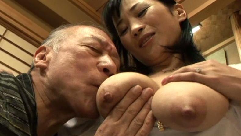 【おっぱい】お義父さん止めてください!wwむっちり巨乳の若妻が介護中の義父に寝取られデカパイを吸われちゃった介護妻のおっぱい画像集w【80枚】 64