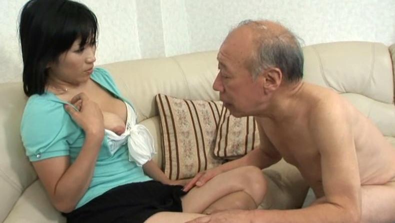 【おっぱい】お義父さん止めてください!wwむっちり巨乳の若妻が介護中の義父に寝取られデカパイを吸われちゃった介護妻のおっぱい画像集w【80枚】 67