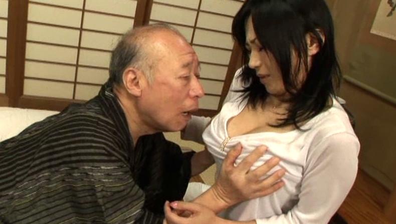 【おっぱい】お義父さん止めてください!wwむっちり巨乳の若妻が介護中の義父に寝取られデカパイを吸われちゃった介護妻のおっぱい画像集w【80枚】 75