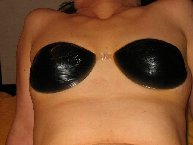 【おっぱい】ヌーブラ装着してる美巨乳が丸見えよりもエロい件wwペロンと剥がして乳首弄りたくなるヌーブラおっぱい画像集!w【80枚】 32