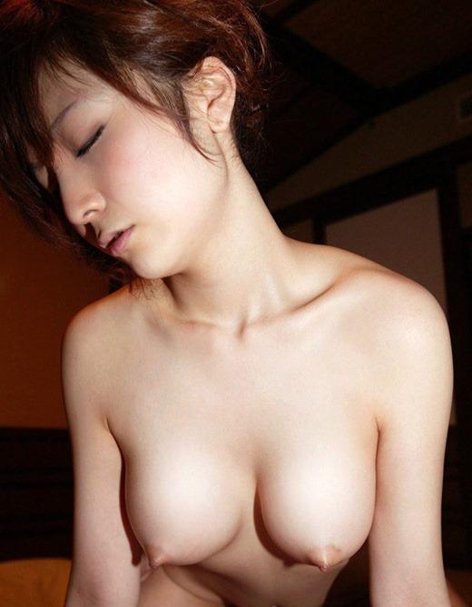 【おっぱい】女性の乳首はここまで勃起できる!!乳首弄りや乳首舐めでギンギンに反り立っちゃった勃起乳首のおっぱい画像集ww【80枚】 71