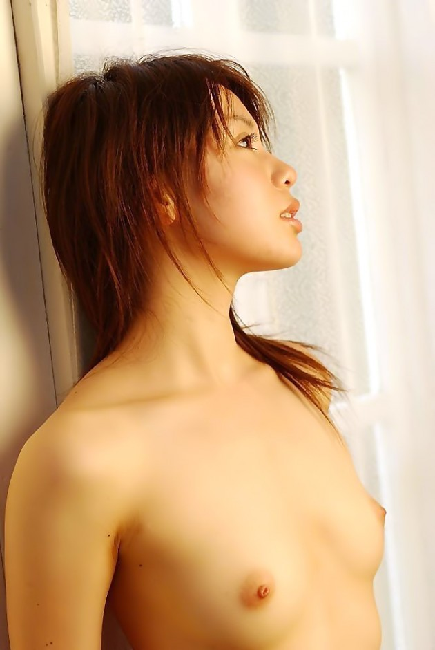 【おっぱい】背中かと思ったら乳首があった!ガチ貧乳のガリガリや幼児体型美少女たちのペチャパイおっぱい画像集!ww【80枚】 75