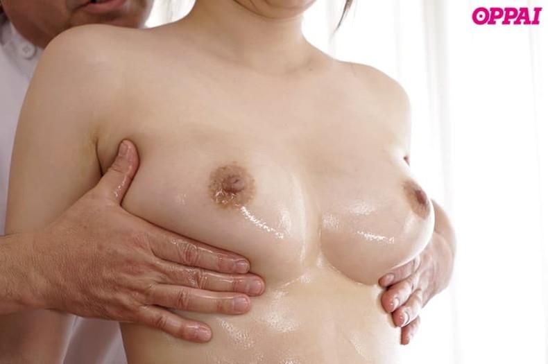 【おっぱい】エステでアロマオイル塗ったぬるぬるの美乳を揉まれて乳首を弄られ感じちゃってるエステのおっぱい画像集!w【80枚】 12