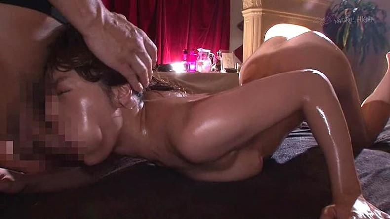 【おっぱい】エステでアロマオイル塗ったぬるぬるの美乳を揉まれて乳首を弄られ感じちゃってるエステのおっぱい画像集!w【80枚】 75