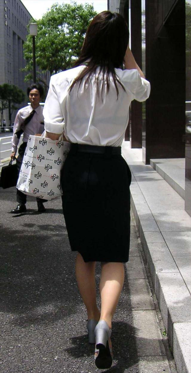 【おっぱい】透けブラしてるOLさんや制服JK、若妻たちを尾行しながら盗撮したった透けブラおっぱい画像集!ww【80枚】 39