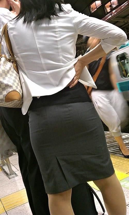 【おっぱい】透けブラしてるOLさんや制服JK、若妻たちを尾行しながら盗撮したった透けブラおっぱい画像集!ww【80枚】 55