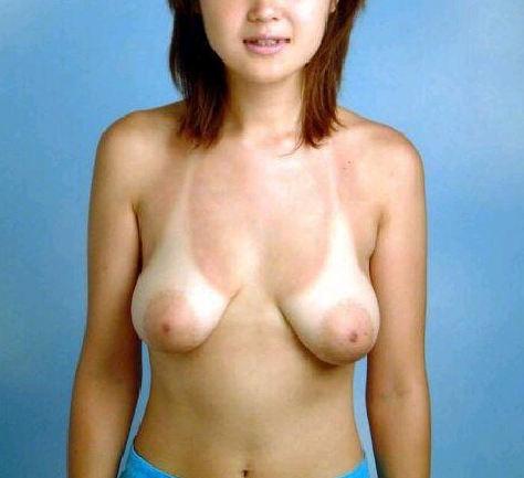 【おっぱい】ちょっと垂れ下がって乳首が外側向いてるヘチマ型の柔らかおっぱいがエロい!両側から3Pで乳首を吸いたくなる外向きおっぱい画像集ww【80枚】 55