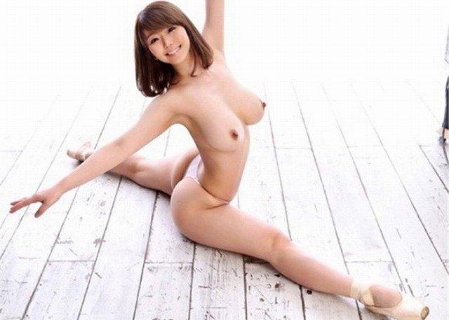 【おっぱい】全裸でY字開脚やセルフマンぐり返ししてくれてる超変態な軟体女子のおっぱい画像集!ww【80枚】 09