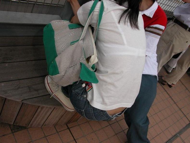 【おっぱい】街中でブラジャー透けてる薄着の素人女子を視姦して盗撮したったブラ透けおっぱい画像集www【80枚】 01