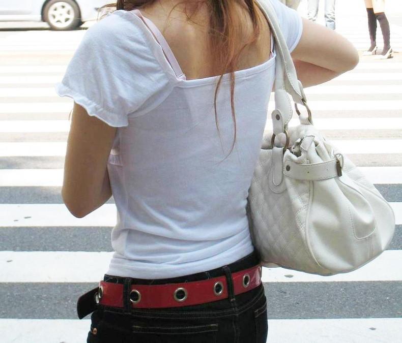 【おっぱい】街中でブラジャー透けてる薄着の素人女子を視姦して盗撮したったブラ透けおっぱい画像集www【80枚】 08