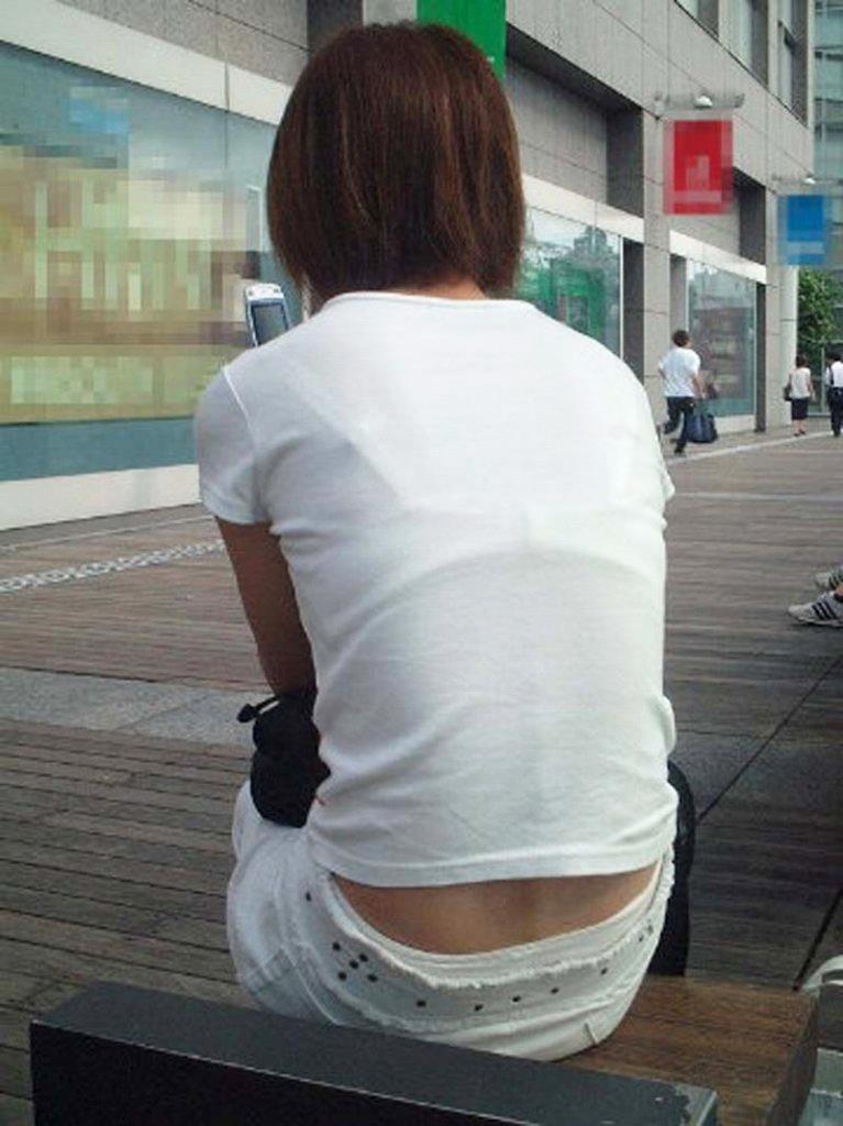 【おっぱい】街中でブラジャー透けてる薄着の素人女子を視姦して盗撮したったブラ透けおっぱい画像集www【80枚】 23