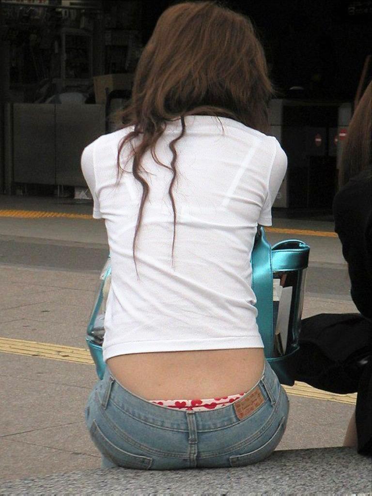 【おっぱい】街中でブラジャー透けてる薄着の素人女子を視姦して盗撮したったブラ透けおっぱい画像集www【80枚】 50
