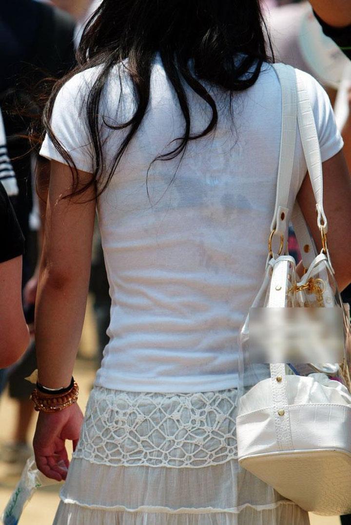 【おっぱい】街中でブラジャー透けてる薄着の素人女子を視姦して盗撮したったブラ透けおっぱい画像集www【80枚】 58