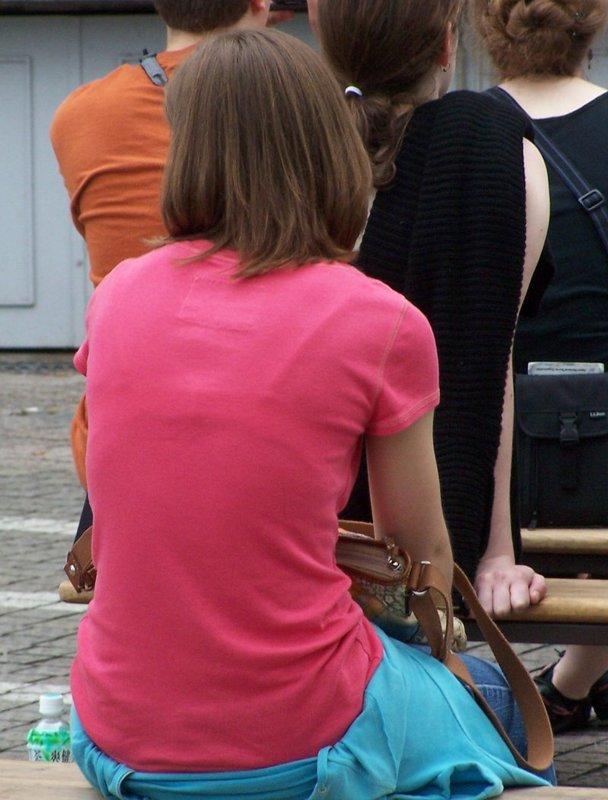 【おっぱい】街中でブラジャー透けてる薄着の素人女子を視姦して盗撮したったブラ透けおっぱい画像集www【80枚】 74