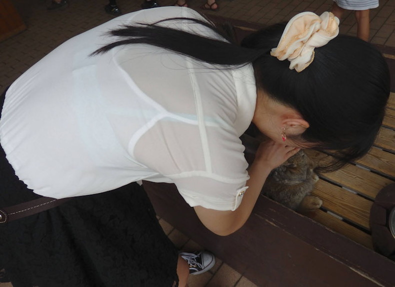 【おっぱい】街中でブラジャー透けてる薄着の素人女子を視姦して盗撮したったブラ透けおっぱい画像集www【80枚】 80