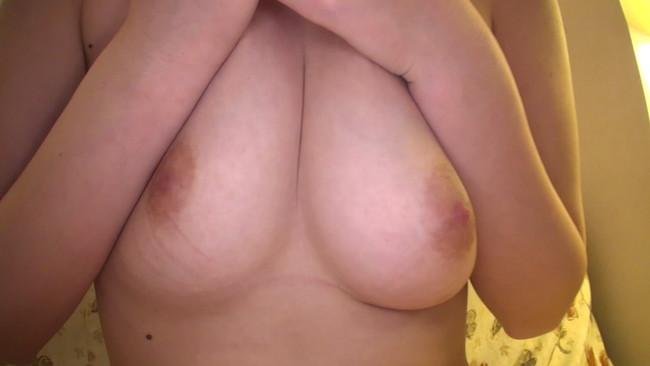 【おっぱい】ショートカットがお似合いの色白美肌美人!激しいセックスにイキまくってしまう若妻さんのおっぱい画像がエロすぎる!【30枚】 17