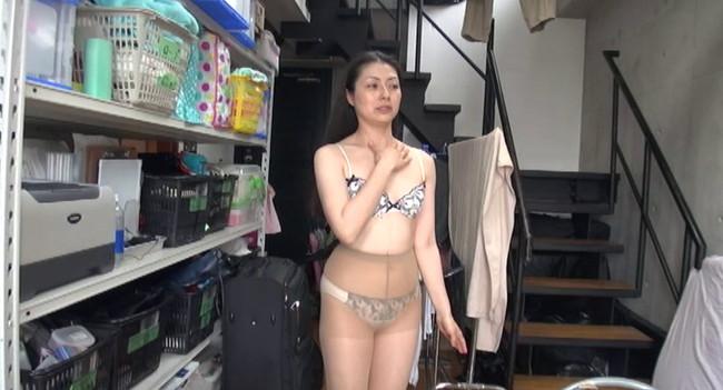 【おっぱい】面接の途中から即ハメされてしまう素人モデル募集広告に応募してきた人妻さんたちのおっぱい画像がエロすぎる!【30枚】 05
